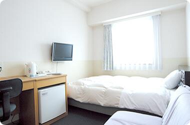 展望風呂とモダンな室内空間を愉しめる「AQAホテル」